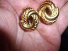 ELEGANT CLIP ON EARRINGS GOLD TONE TWIST SWIRL SIGNED CHRISTIAN DIOR NICE SIZE
